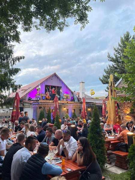 Oslava 5. výročia podniku Dobré časy v Poprade s dobrým pivom Pražačka z Rakovníku